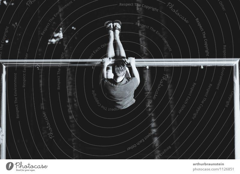 Stange als Turngerät Freude Gesundheit sportlich Fitness Freizeit & Hobby Spielen Sport Sport-Training Leichtathletik Sportler Torwart Mensch maskulin