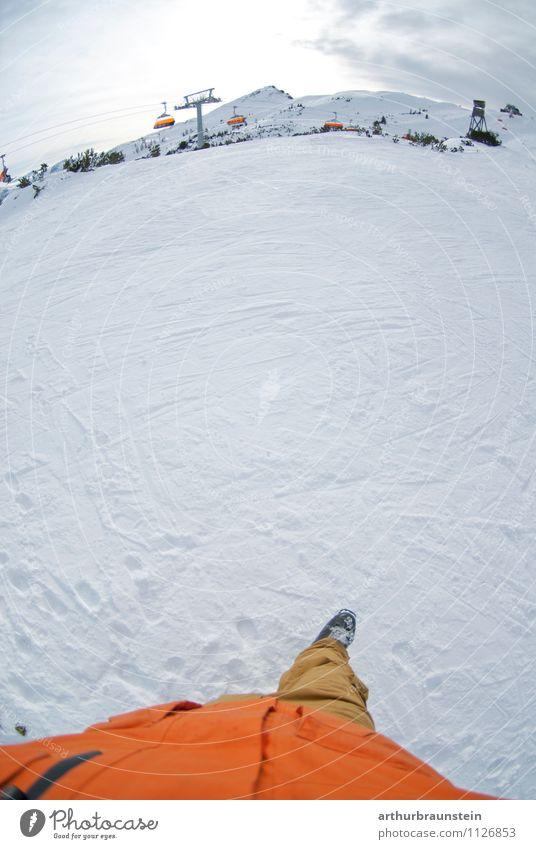 Wintersport auf der Skipiste Mensch Ferien & Urlaub & Reisen Jugendliche Mann Freude 18-30 Jahre Berge u. Gebirge Erwachsene Leben Schnee Sport gehen orange