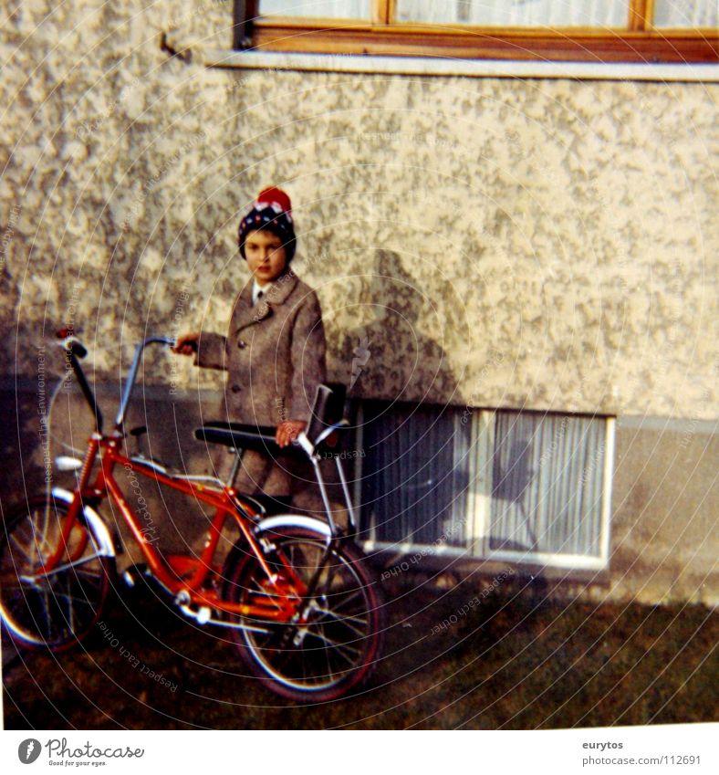 Bonanza - Bike Fahrrad Wand Herbst November kalt Mütze Mantel Kind Frieden Junge Bonanza-rad Deutschland Bonanzarad