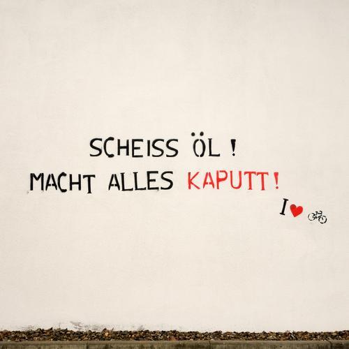 the sheikh loves his bike Wand Graffiti Mauer Lifestyle Fassade Energiewirtschaft Fahrrad Schriftzeichen Zukunft Herz Hinweisschild kaputt Industrie Zeichen