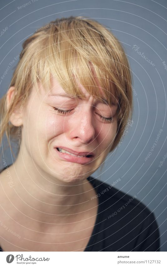 Seelenkummer Mensch Frau Jugendliche Junge Frau Einsamkeit 18-30 Jahre Erwachsene Gesicht Leben Traurigkeit Gefühle Liebe feminin natürlich Stimmung Kopf