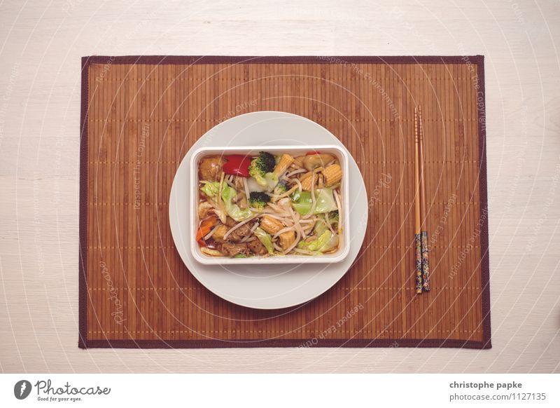 Essen Lebensmittel Ernährung Mittagessen Abendessen Bioprodukte Vegetarische Ernährung Asiatische Küche Geschirr Teller Besteck Lifestyle Wohnung Tisch
