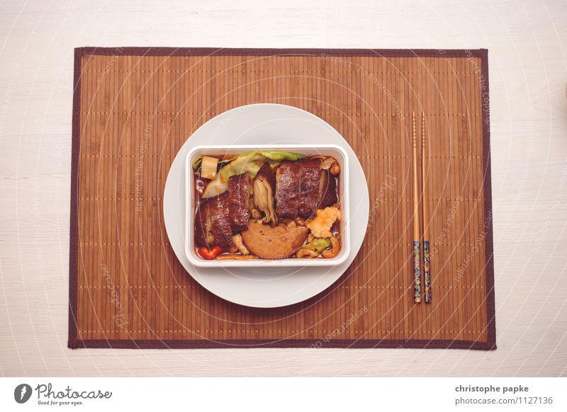asiatische Lebensmittel Ernährung Mittagessen Abendessen Bioprodukte Vegetarische Ernährung Asiatische Küche Geschirr Teller Besteck Lifestyle Häusliches Leben