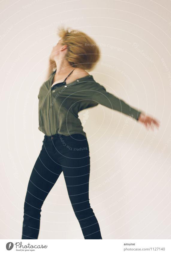 Molekültanz II Mensch Frau Jugendliche schön Junge Frau Erotik 18-30 Jahre Erwachsene Leben Bewegung feminin Haare & Frisuren Party springen träumen wild
