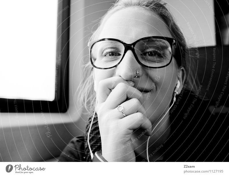 Da kann sie lachen Lifestyle elegant Ferien & Urlaub & Reisen Ausflug feminin Junge Frau Jugendliche 18-30 Jahre Erwachsene Verkehrsmittel Personenverkehr