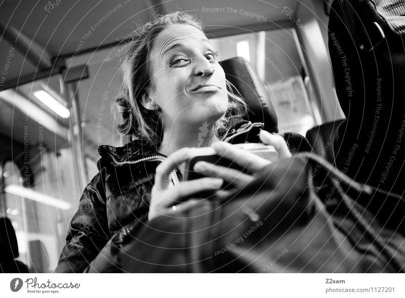 Hmmmm! Jugendliche schön Junge Frau Freude 18-30 Jahre Erwachsene Gesicht feminin lustig Lifestyle blond Fröhlichkeit verrückt niedlich Eisenbahn Freundlichkeit