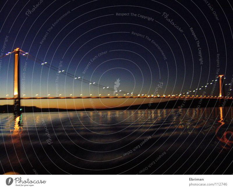 Höga Kusten Bron Nacht nass Horizont dunkel ruhig tief Überqueren Verkehr Wellen Meer Sommer Brücke Wasser Fluss Bach blau Schweden Ferien & Urlaub & Reisen