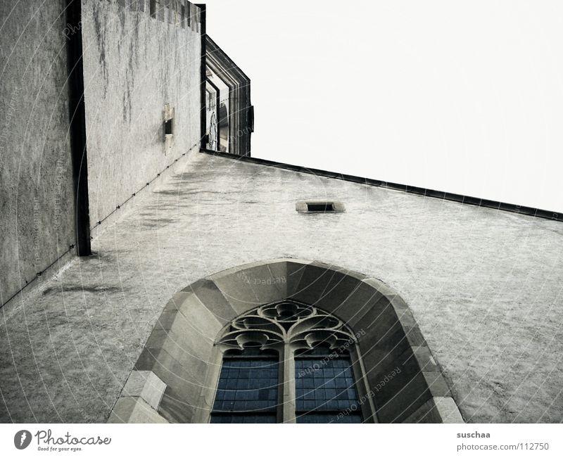 blick nach oben ... Himmel Haus Wand Fenster Religion & Glaube aufwärts Gotteshäuser Gemäuer Kirchenfenster
