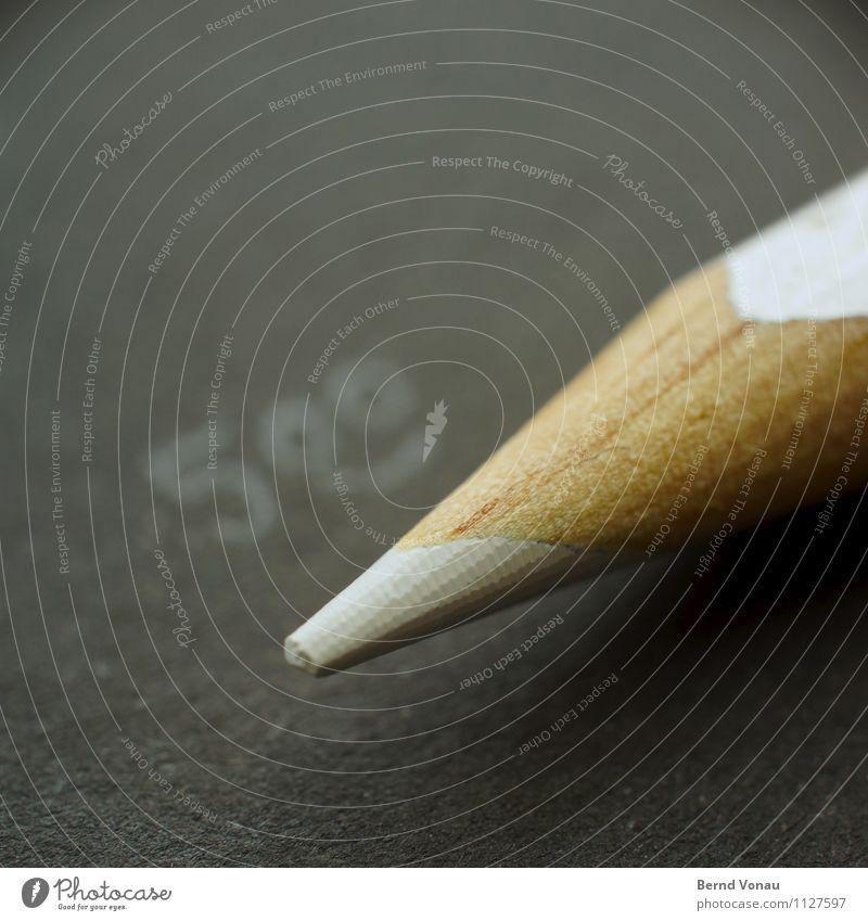 :) Schreibwaren Papier Schreibstift braun schwarz weiß Holzstift Farbstift Spitze schreiben Ziffern & Zahlen Smiley Farbfoto Innenaufnahme Nahaufnahme