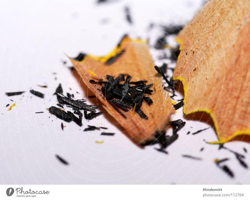 Spitzerdreck I weiß schwarz Holz grau dreckig streichen schreiben Schreibtisch Schreibstift Lack Bleistift Maserung Splitter Missgeschick Bruchstück