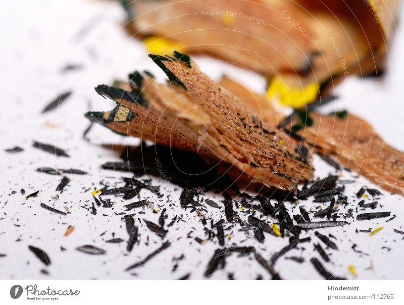 Spitzerdreck II weiß schwarz Holz grau dreckig Spitze streichen schreiben Schreibtisch Schreibstift Lack Bleistift Maserung Splitter Missgeschick Bruchstück
