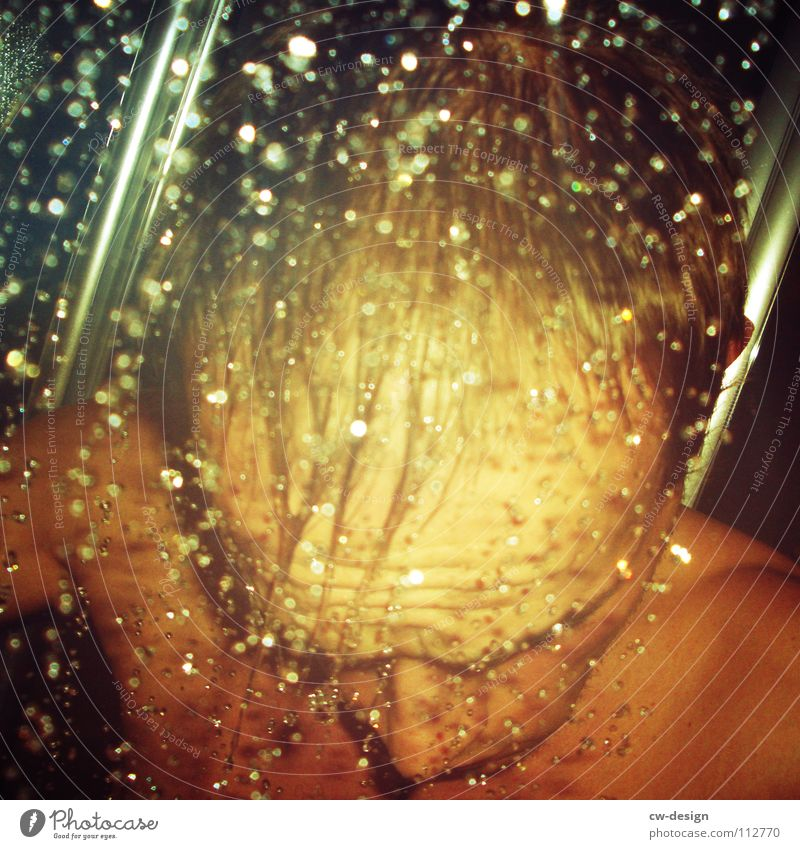 sex in a square Mann Wasser schön Gefühle nackt Kopf Glück Zufriedenheit Kraft nass maskulin Wassertropfen süß Bad Toilette Verliebtheit