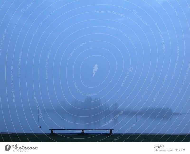 Blaue Stunde Wasser Himmel Baum Meer blau ruhig Wolken Erholung See Küste Nebel Insel Bank Ende Ziel Gelassenheit