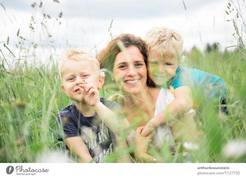 Mama ist die Beste Mensch Kind Natur Ferien & Urlaub & Reisen Jugendliche Sommer Junge Frau Wolken Erwachsene Umwelt Leben Wiese feminin