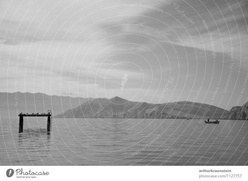 Fischerboot im Meer ruhig Angeln Ferien & Urlaub & Reisen Tourismus Freiheit Sommer Sommerurlaub Sonne Insel maskulin Mann Erwachsene 1 Mensch Natur Landschaft