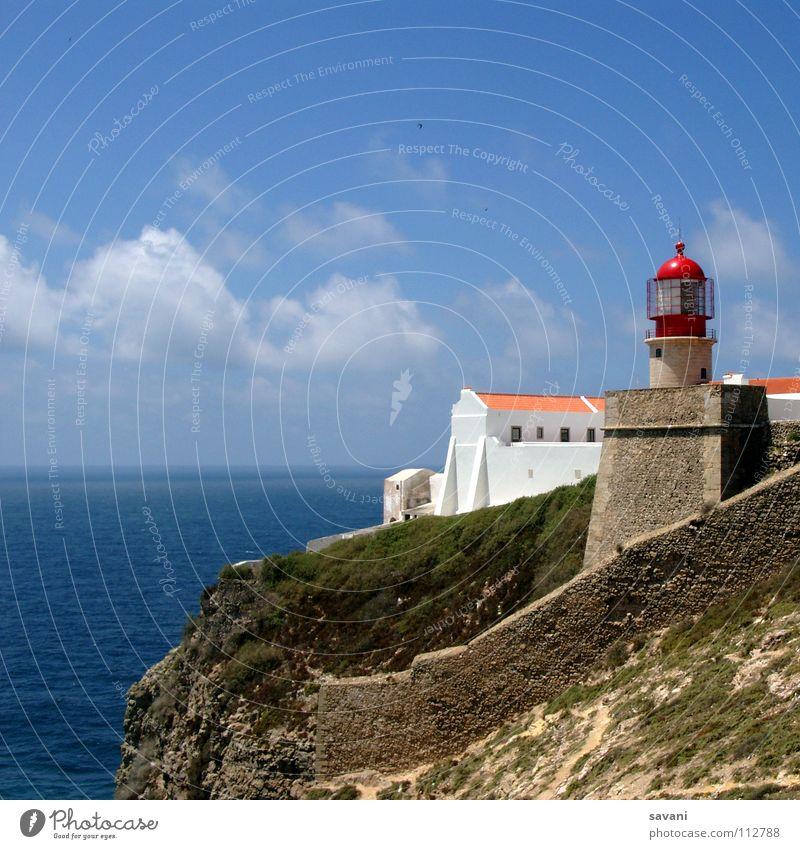 Leuchtturm I Wasser weiß Meer blau Sommer Strand Ferien & Urlaub & Reisen Haus Wolken Ferne Wand Freiheit Stein Mauer Gebäude Küste