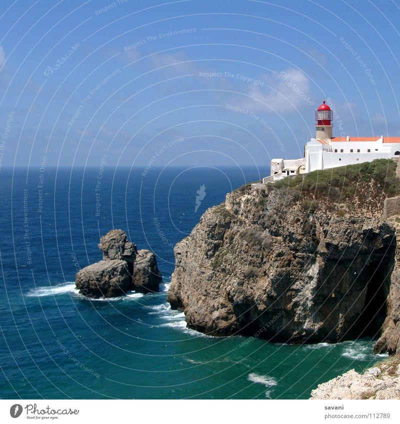 Leuchtturm auf Klippe am Cabo São Vincente bei Sagres in Portugal. Ferien & Urlaub & Reisen Ferne Freiheit Sommer Strand Meer Wellen Haus Landschaft Wasser