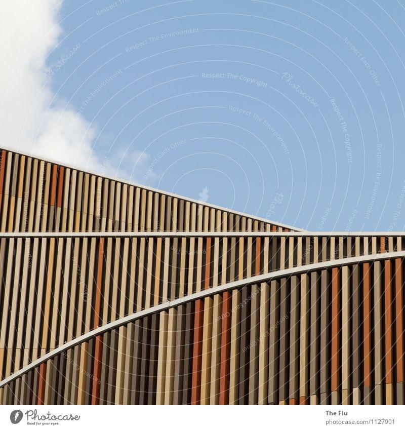 Fluchtlinien Himmel blau weiß Wolken gelb Wand Architektur Gebäude Mauer Holz Linie braun Metall Fassade orange Design