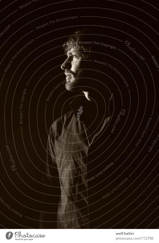 Ausblick in Sepia Mann Gedanke Fernweh Licht Bart Silhouette Porträt Schwarzweißfoto man thoughts Schatten light shadow Profil Gesicht