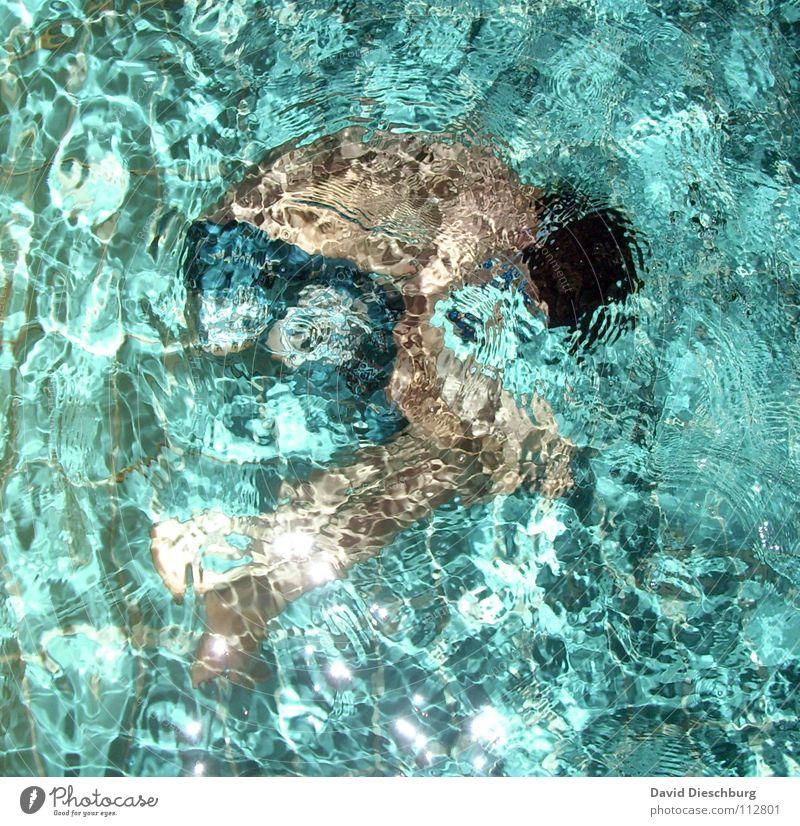 Wasserspiele Embryo Mensch Jugendliche blau Wasser weiß grün ruhig Erwachsene Erholung Leben Beine Beleuchtung Schwimmen & Baden Körper Arme Rücken