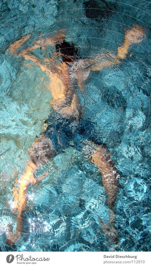 tanzender Schwimmer Jugendliche Erwachsene Erholung Schwimmen & Baden einzeln Schwimmbad tauchen türkis bizarr Wasseroberfläche Badehose Spa Wasserwirbel