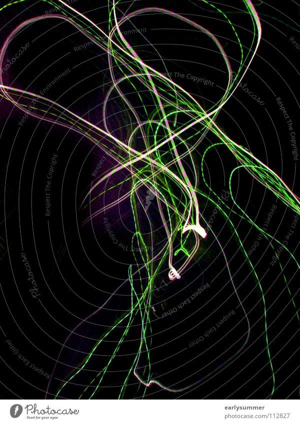 Lichtschleife Blitze Langzeitbelichtung blitzen Laser Lasershow Laserschwert Disco Club gehen Abend Nacht dunkel grün violett hellgrün rosa mehrfarbig