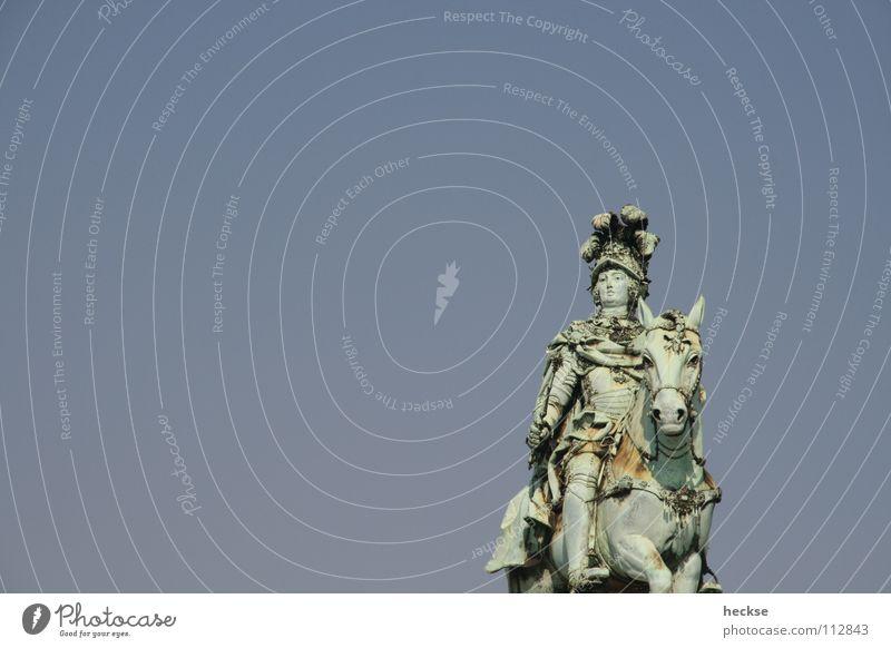nicht (ver)gehend Mann alt Himmel blau Pferd Europa Statue Denkmal Wahrzeichen Portugal Erinnerung Stolz Lissabon Reiter Bronze Würde