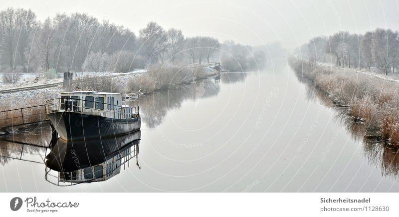 Am Hadelner Kanal Wasser Winter Nebel Eis Frost Flussufer Schifffahrt Bootsfahrt Fischerboot kalt Außenaufnahme Reflexion & Spiegelung