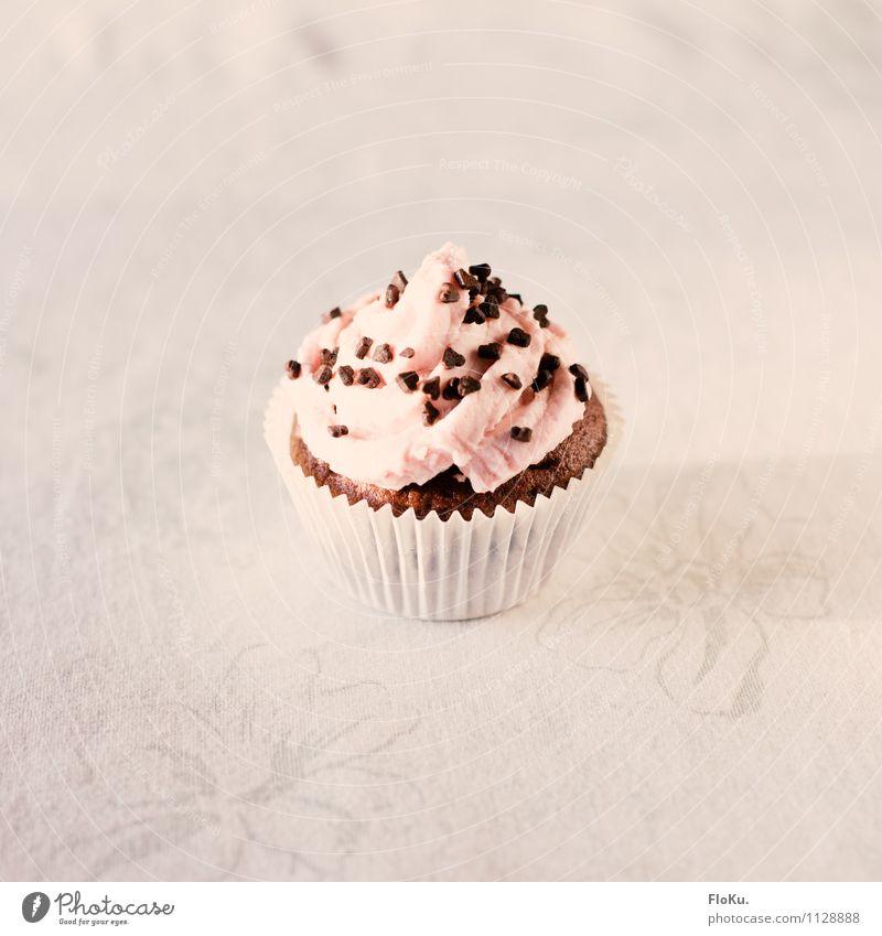 kleine Torte Lebensmittel Kuchen Dessert Ernährung Kaffeetrinken lecker süß rosa weiß Cupcake Muffin Kalorienreich Zucker Sahne Schokolade Schokoladenstreusel