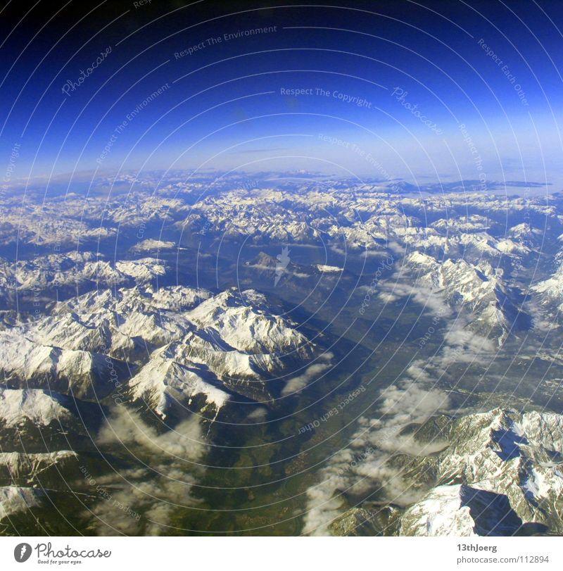 AlpenKosmos Wolken Ferne Umwelt Landschaft Schnee Berge u. Gebirge Freiheit Erde Luft Stimmung Horizont Erde Hintergrundbild Klima Tourismus Luftverkehr