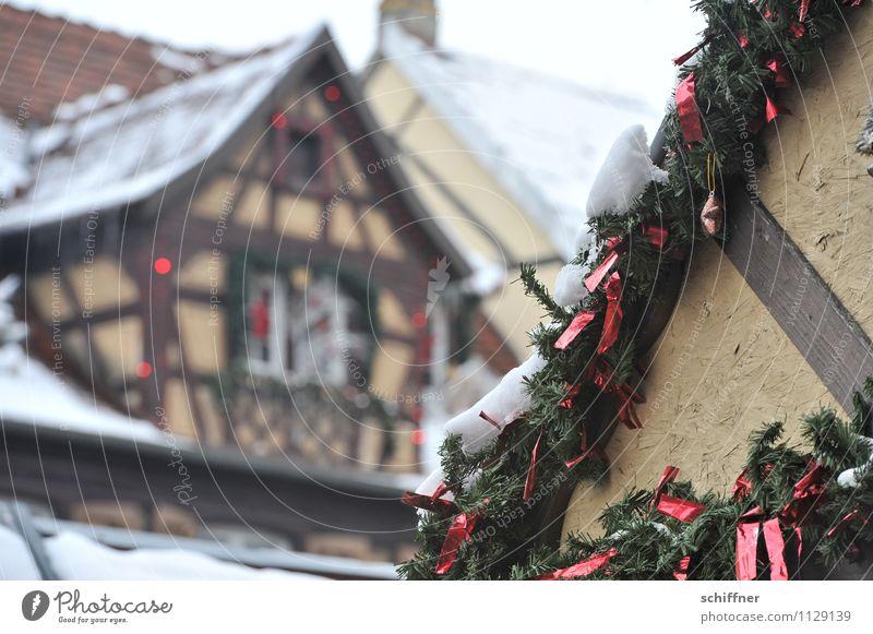 spießig | Weihnachtsfachwerk Dorf Kleinstadt Stadtzentrum Altstadt Haus kalt Weihnachten & Advent Schneefall Dachgiebel Giebelseite Fachwerkfassade Fachwerkhaus