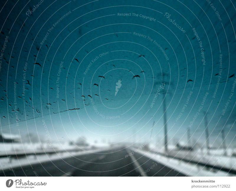 Fahrt ins Blaue Himmel blau Winter Straße kalt Schnee PKW Regen Verkehr Elektrizität KFZ fahren Schutz Schweiz Autobahn türkis