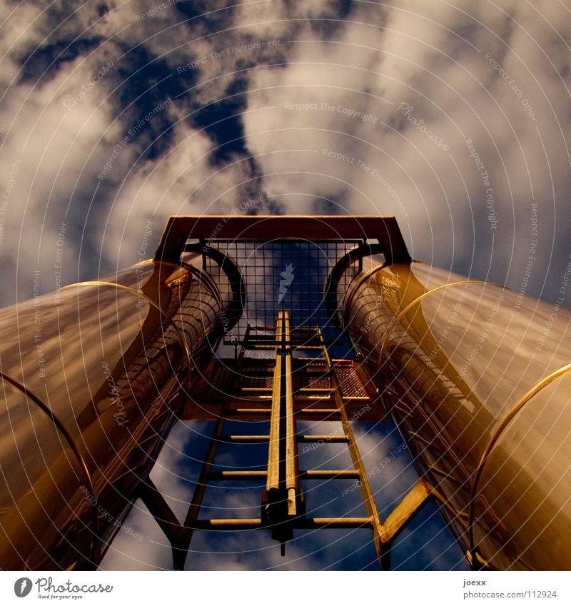 Auspuffanlage Abgas Aluminium Fabrik Gewerbe Gitter himmelblau Industriebetrieb Kohlendioxid Kohlenmonoxid Umweltschutz Umweltbilanz Ozon Ozonloch