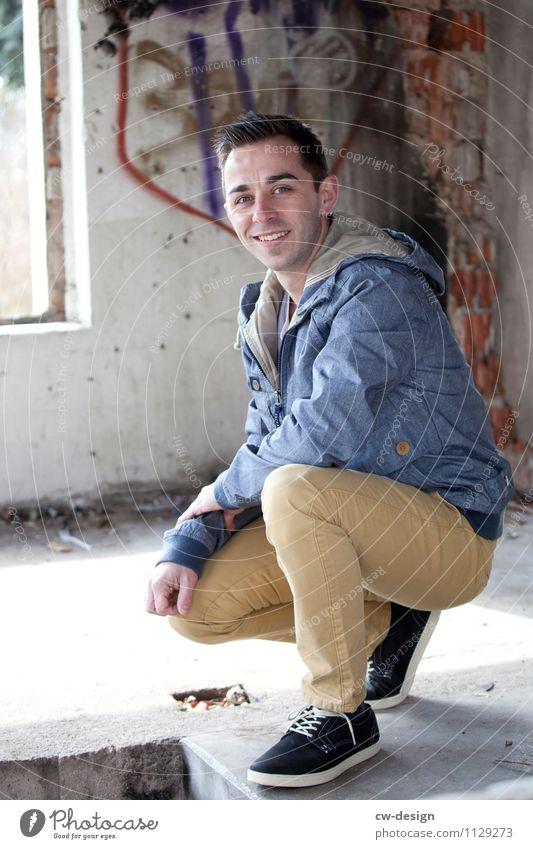 Andreas Lifestyle elegant Stil Freude Abenteuer Mensch maskulin Junger Mann Jugendliche Erwachsene Leben 1 18-30 Jahre 30-45 Jahre Haus Ruine Hose Jacke Schuhe