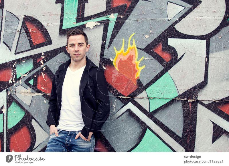 Andreas Mensch Jugendliche Mann Einsamkeit Junger Mann Haus 18-30 Jahre Erwachsene Leben Wand Graffiti Stil Mauer Kunst Lifestyle Fassade