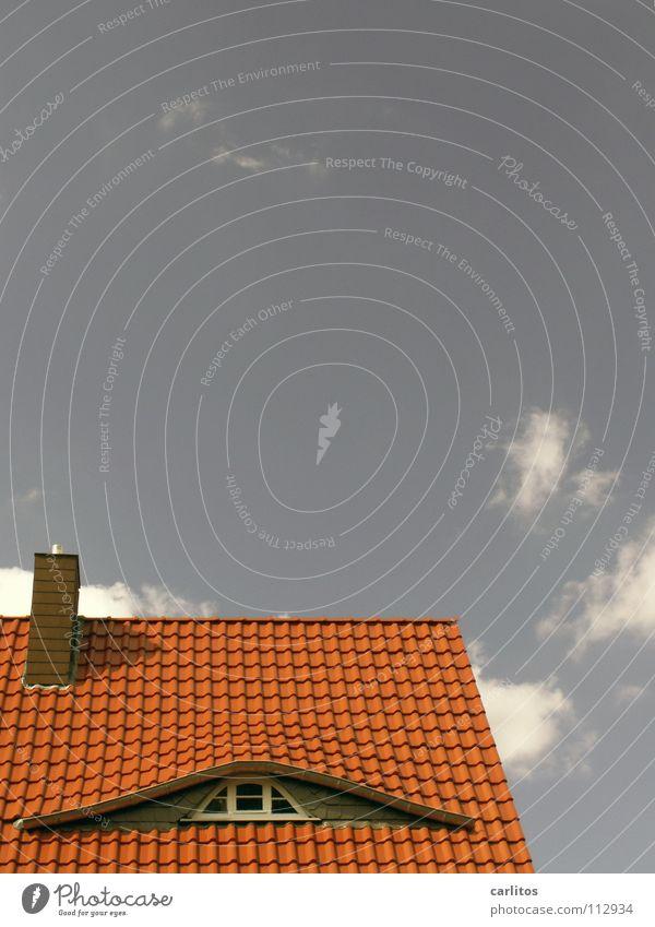 Mal einen Blick riskieren ... Sommer Architektur Gebäude Dach Backstein obskur Renovieren Sanieren Altbau Einfamilienhaus Kredit Dachfenster Makler ziegelrot