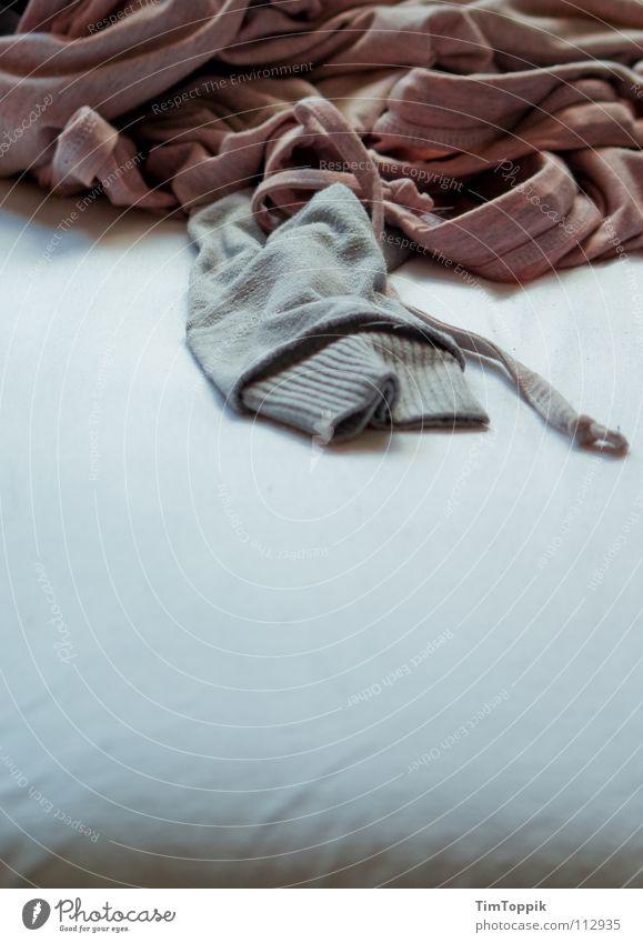 Sonntagmorgen Bett Bettlaken aufstehen Pullover Kapuzenpullover Unterhemd Hemd Tanktop Top Falte Faltenwurf rosa Morgen Sonnenaufgang schlafen Schlafzimmer