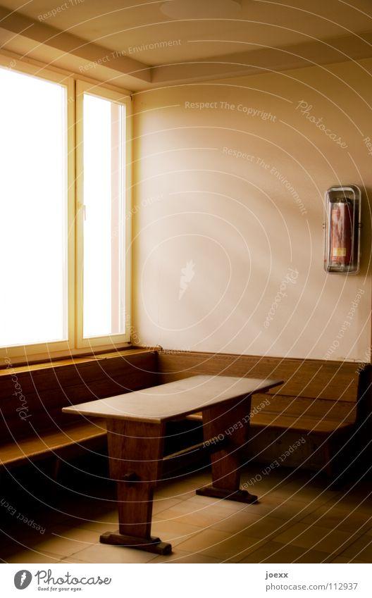 Wartehalle ins Licht Fenster Holz hell Raum warten Tisch leer verfallen Station Möbel Strahlung Bahnhof Lichteinfall Brandschutz Lichtstrahl Abflughalle