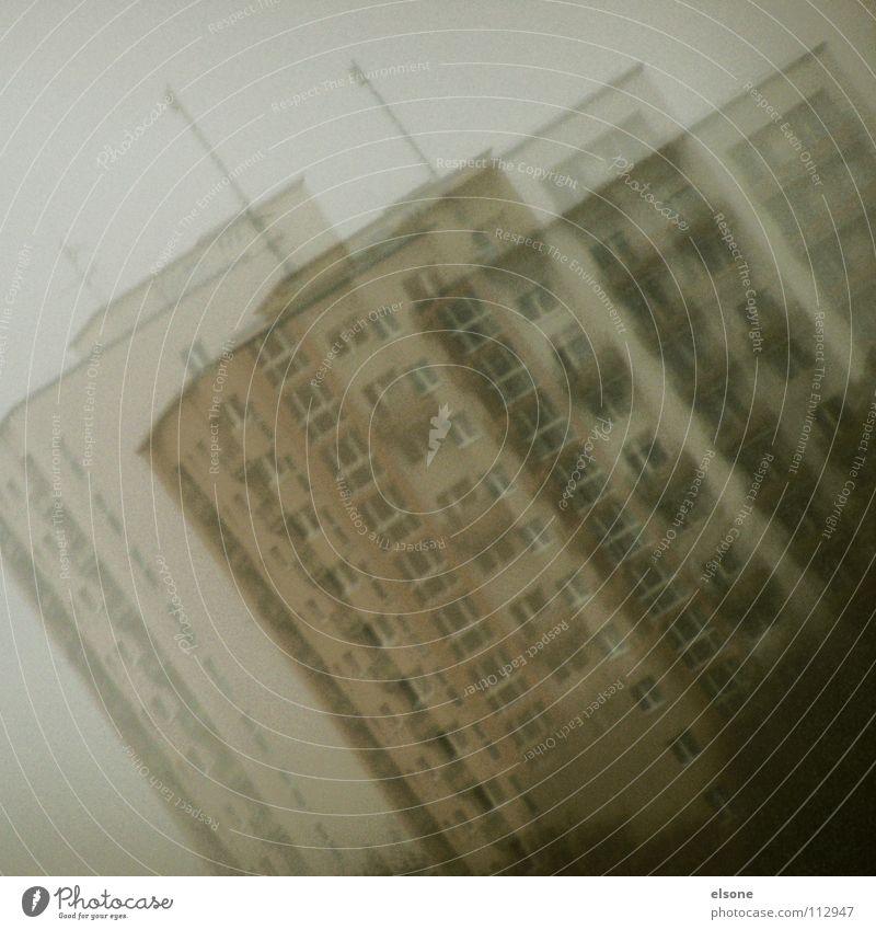 ::GOLDSTAUBVIERTEL:: Haus Gebäude Kultur 2 Alkoholisiert trist grau Plattenbau Ghetto 17 Antenne Nebel fantastisch heilig Kriminalität Flachdach Balkon Block