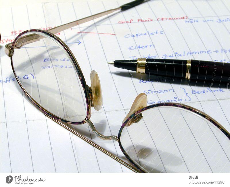 Pause Business Schriftzeichen Brille Papier Schriftsteller Schreibstift Kugelschreiber Füllfederhalter Schreibgerät