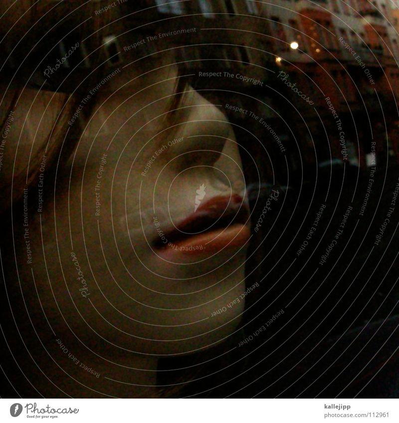 käuflich Schaufenster Lippen Frau Wimpern Schminke bewegungslos Licht Haus Fassade Puppe Fensterscheibe schaufensterscheibe Mund woman top model Nase nose