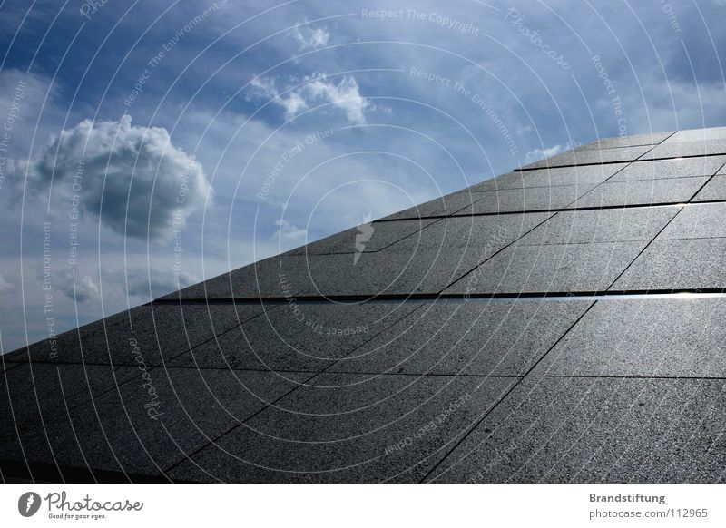 Asphaltpyramide Himmel Wolken grau Beton Horizont Asphalt dumm Pyramide