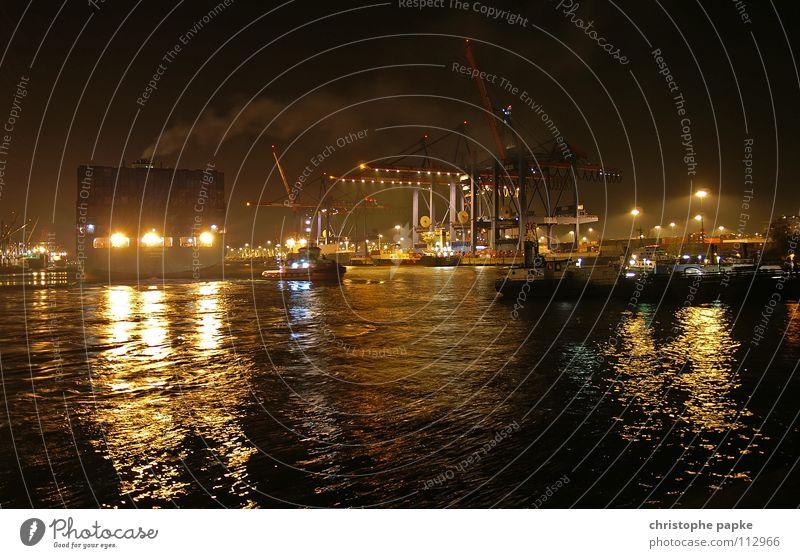 Nachtaufnahme von einer Abfahrt eines Containerschiffes im Hamburger Hafen Güterverkehr & Logistik Containerverladung Hafenkran Industrie Kran Schifffahrt