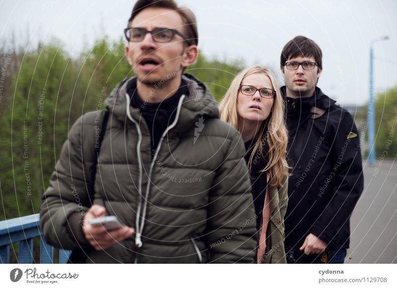 Live dabei Lifestyle Leben Ausflug Bildung Mensch Junge Frau Jugendliche Junger Mann 3 Menschengruppe 18-30 Jahre Erwachsene Park Stadt Angst Beratung entdecken