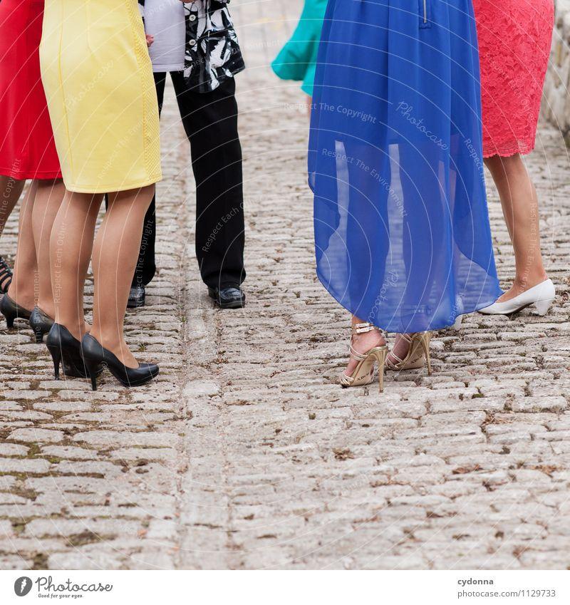 Frauensache Mensch schön Farbe Sommer Freude Erwachsene Leben Stil Beine Lifestyle Feste & Feiern Menschengruppe Mode Party Freundschaft