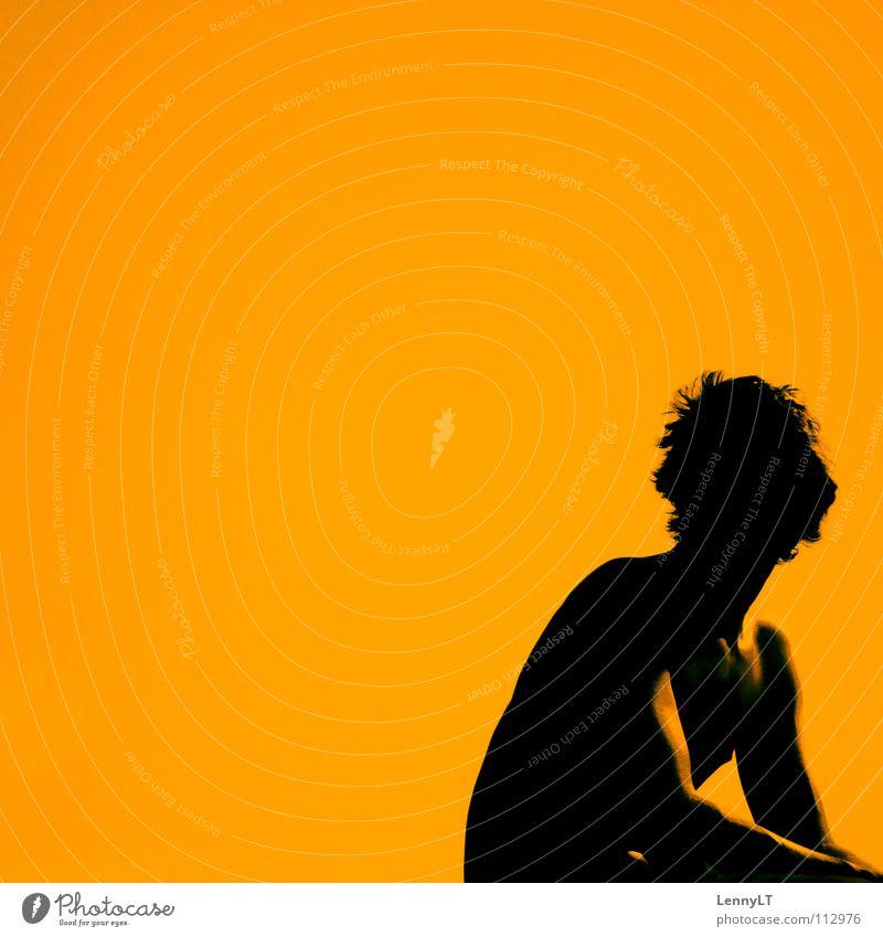 WARUM NICH ?! Mann schwarz Farbe Wärme orange warten sitzen Physik Typ Kerl Torso