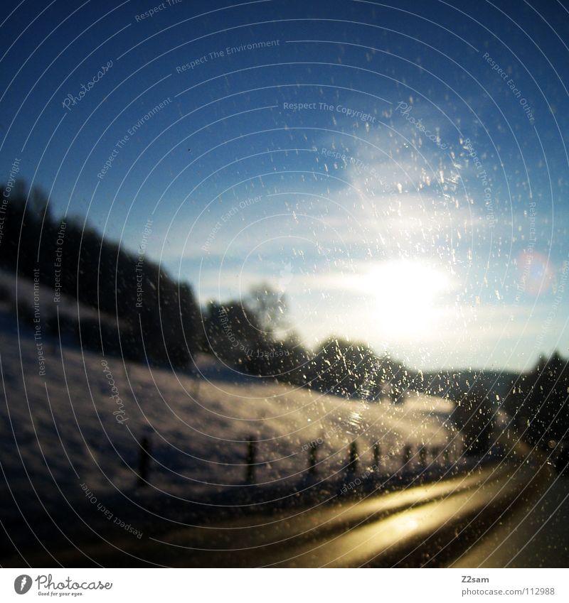 straße ins glück Landstraße Winter Licht Baum fahren glänzend gelb Fahrbahn Himmel Glück Wege & Pfade Straße Pfosten Berge u. Gebirge Alpen Schnee blau Sonne