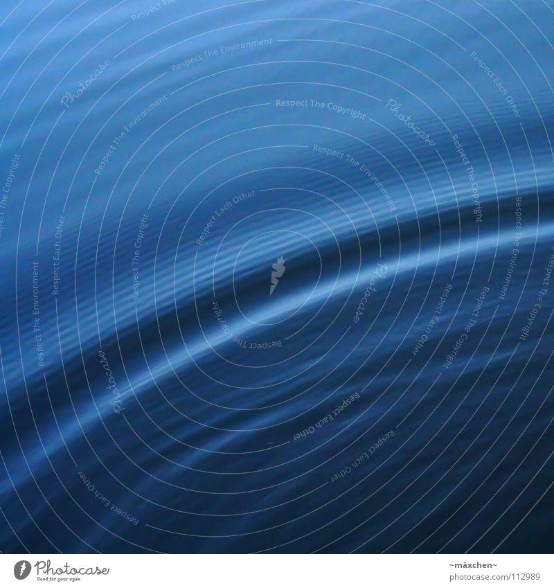 Wellenbogen Wasser blau Meer ruhig Erholung kalt Bewegung nass Eisenbahn Kreis feucht Stillleben Stadtteil Bogen schwingen