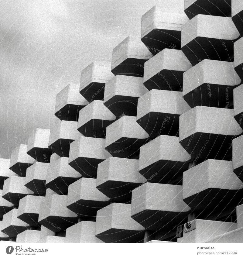 Bauhaus mit Handtuch Ferien & Urlaub & Reisen Haus Stil See Architektur Design Beton modern trist Kultur Hotel Schwarzweißfoto Biene Dienstleistungsgewerbe Balkon