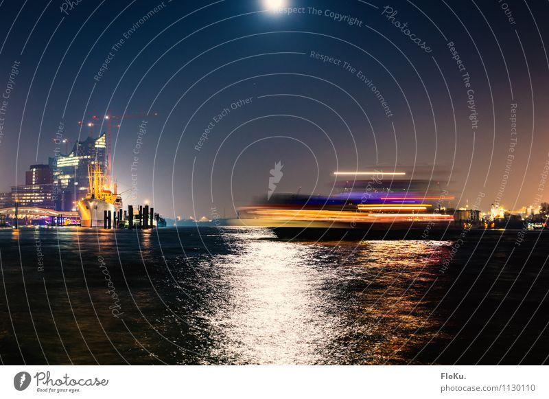 Bewegung auf der Elbe Wasser Mond Vollmond Wellen Fluss Hamburg Stadt Hafenstadt Stadtzentrum Wahrzeichen Verkehr Verkehrsmittel Verkehrswege Personenverkehr